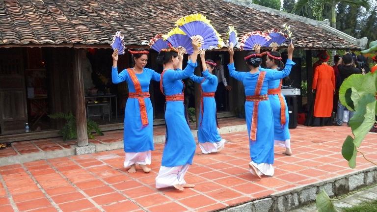 Các tiết mục múa do đồng bào Chăm ở Làng Mỹ Nghiệp (Ninh Phước-Ninh Thuận) thực hiện