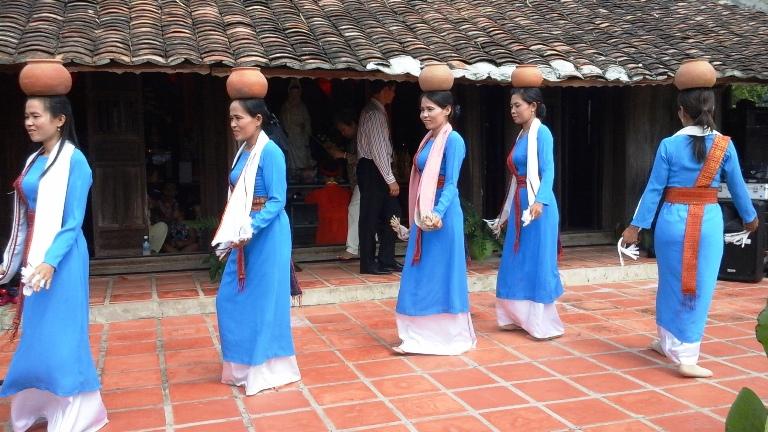 Các tiết mục múa do đồng bào Chăm ở Làng Mỹ Nghiệp (Ninh Phước - Ninh Thuận) thực hiện